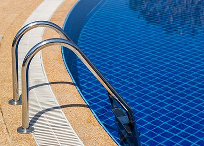 O que você precisa saber sobre o cloro da piscina